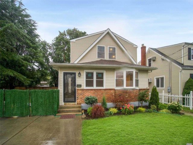 4 BR,  3.50 BTH  Colonial style home in North Massapequa